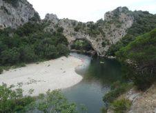 Canoë dans les Gorges de l'Ardèche - Passage sous le Pont d'Arc