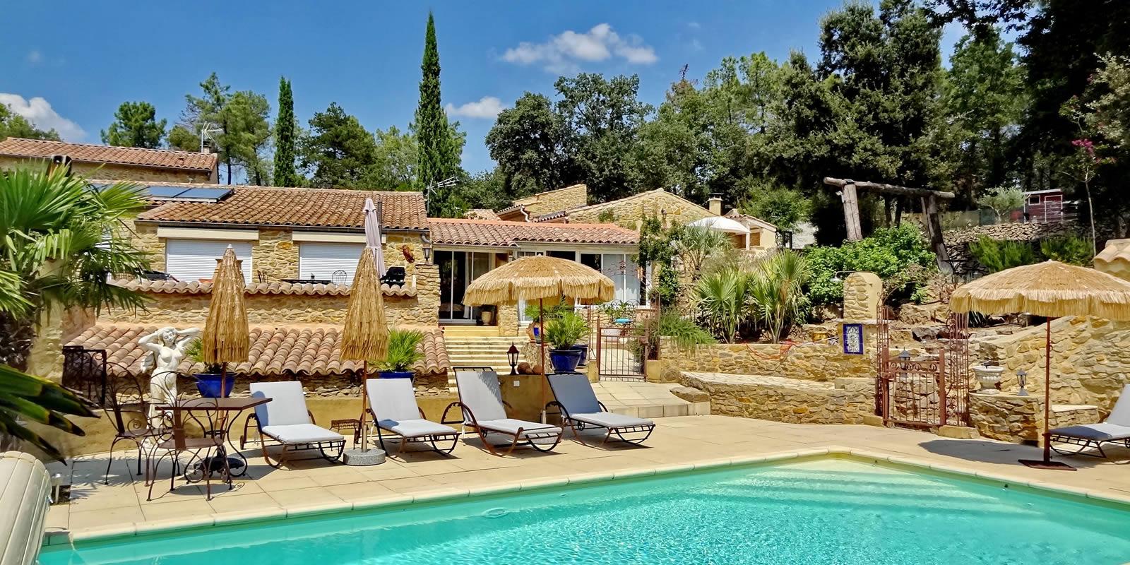 Gîtes et Chambres d'hôtes Les Restanques - La piscine